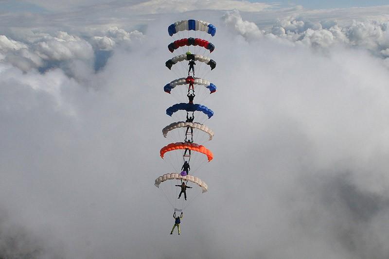 parachutes03