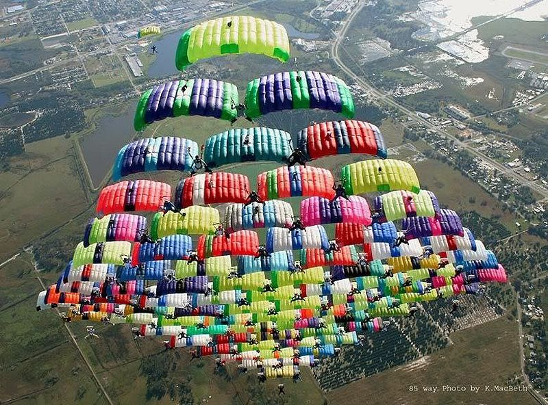 parachutes05