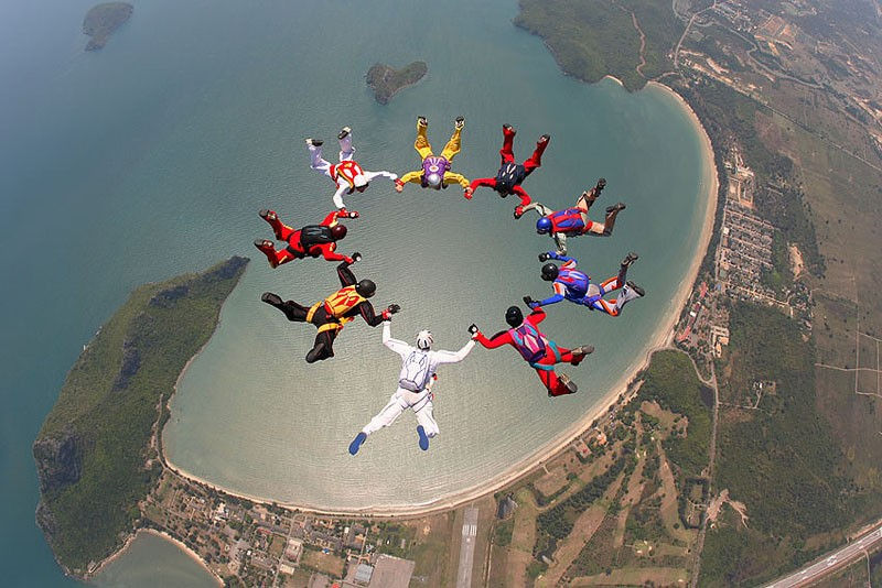 parachutes09