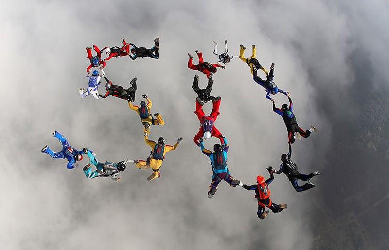 parachutes14