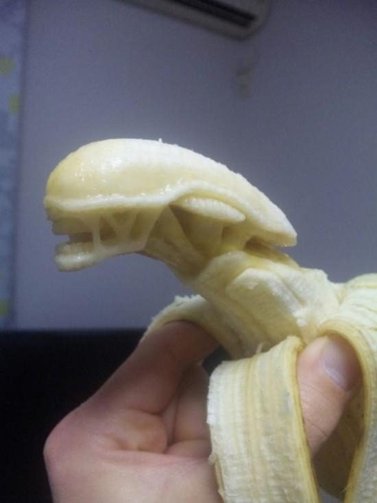 Banana-sculptures-550x733