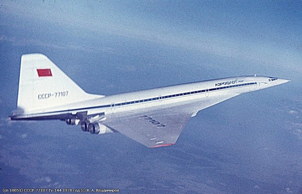 9.Tu-144-v-polete.