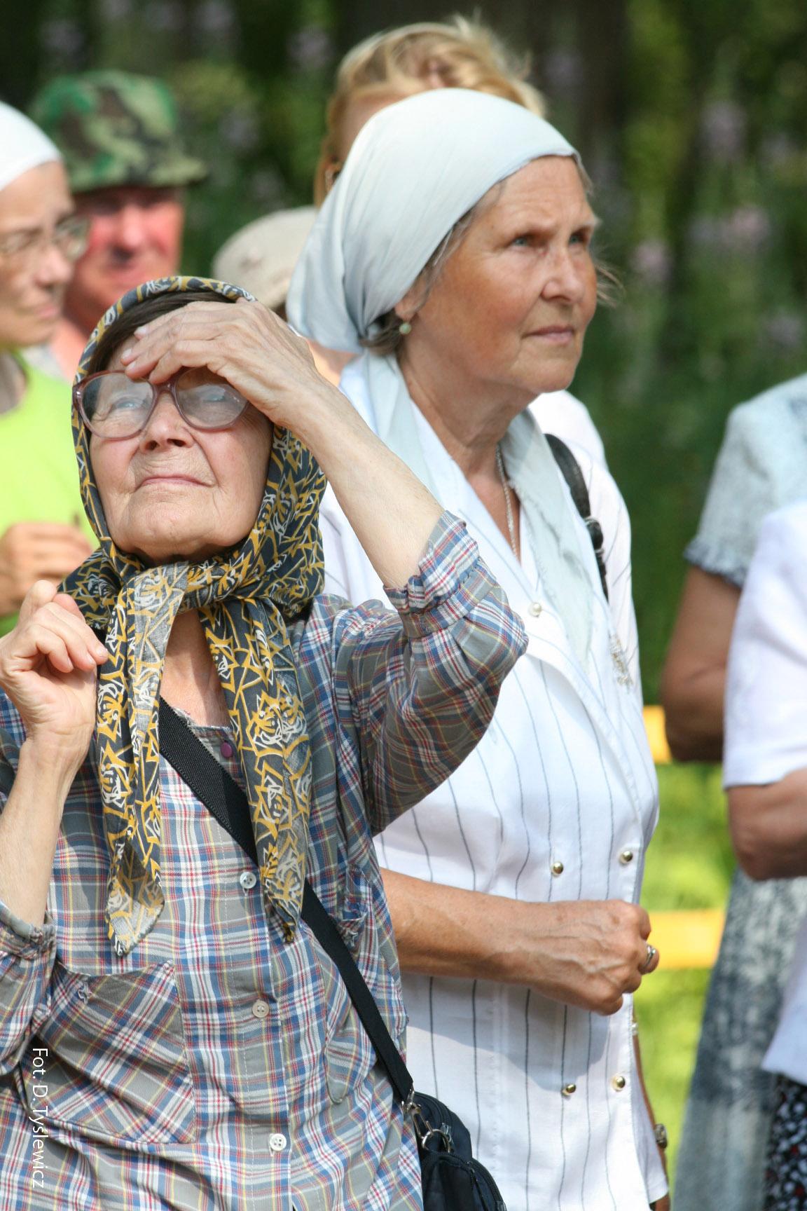 На фотографии: Фаина Петровна, слева Ольга Бандуркина, справа Елена Стрельникова.
