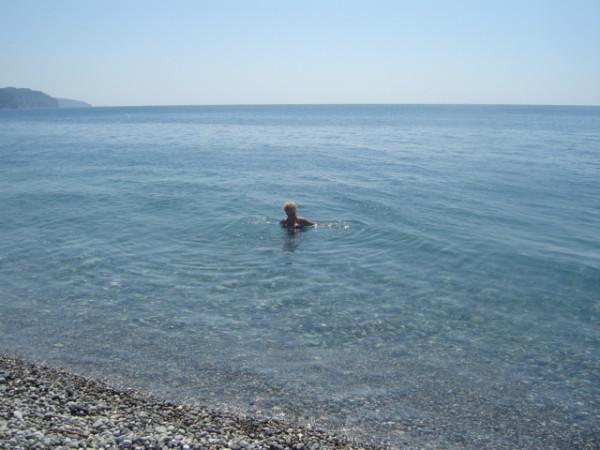 рица - пляж - чистая вода