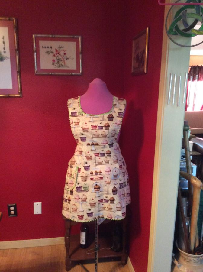 2016 cupcake apron front