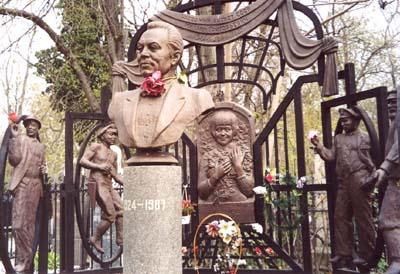памятник на могиле Михаила Водяного
