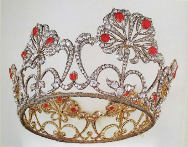 9 - бриллиантовый венец из рубиновой парюры Великой княжны Марии Александровны.jpg