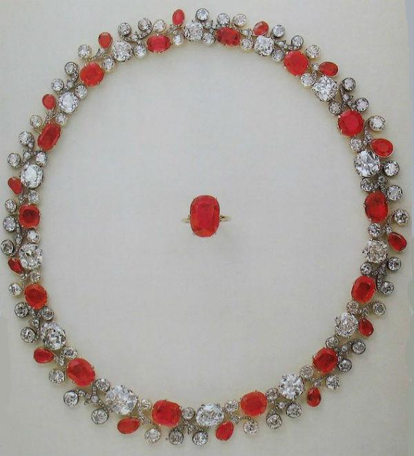 10 - ожерелье и кольцо из рубиновой парюры.jpg