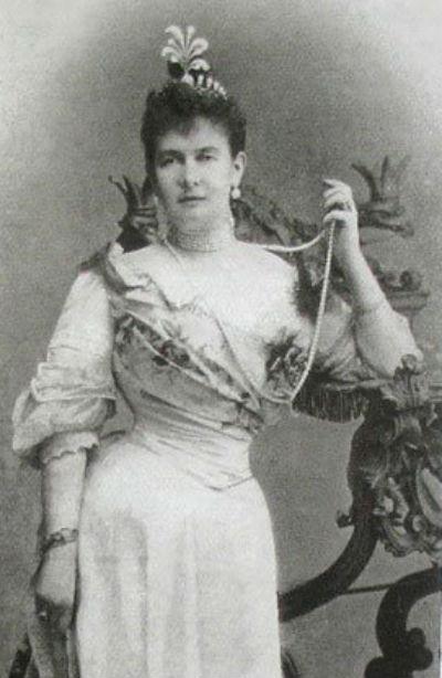 14 - Великая княгиня Мария Павловна в бриллиантовой тиаре выполненной в форме эгрета.jpg