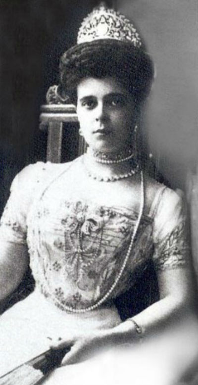 21 - Великая княгиня Елизавета Владимировна в бриллиантовой диадеме.jpg