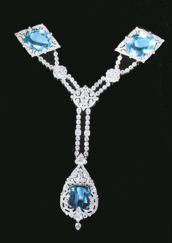 27 - Корсажное украшение из парюры с бриллиантами и аквамаринами.jpg