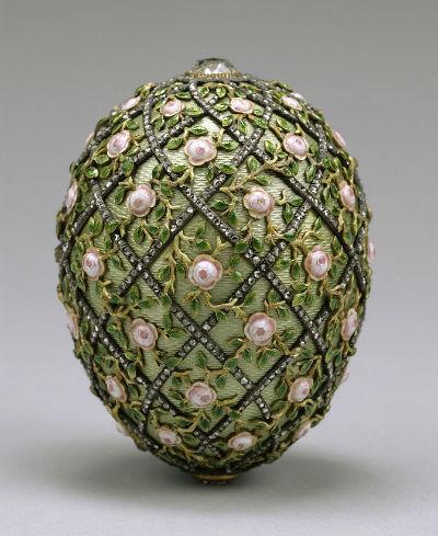 Яйцо с решёткой и розами - 1907.jpg
