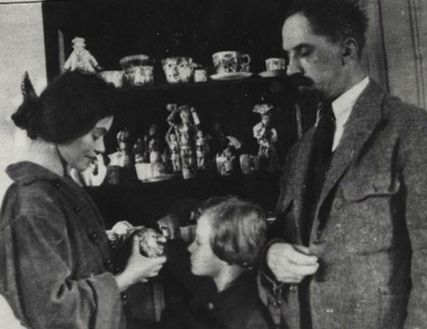 28-Александра Щекатихина-Потоцкая с сыном Мстиславом и Иваном Билибиным.jpg