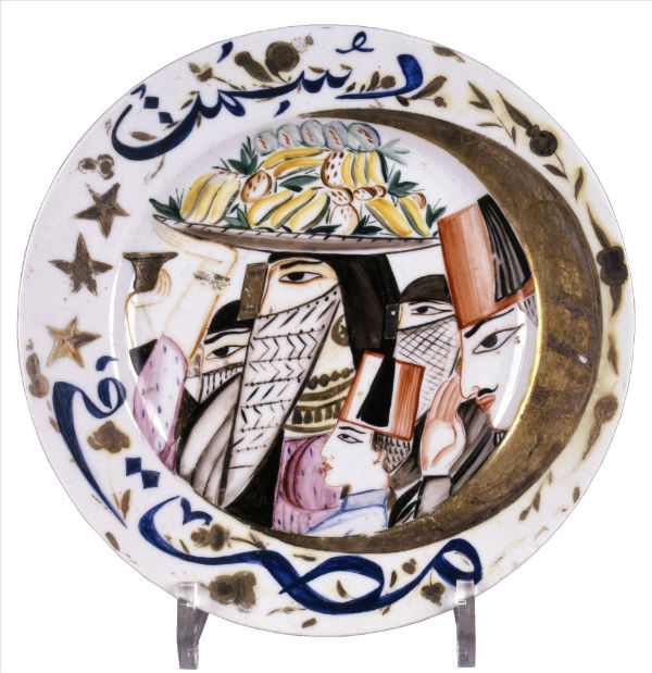 29-Щекатихина-Потоцкая - Тарелка с изображением арабов и золоченого месяца 1923 - Государственный фарфоровый завод - Русский музей.jpg