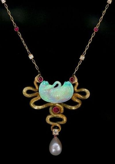 6-Золотая подвеска - Cygne et Serpents - 1899 - с опалом рубинами бриллиантами и жемчугом.jpg