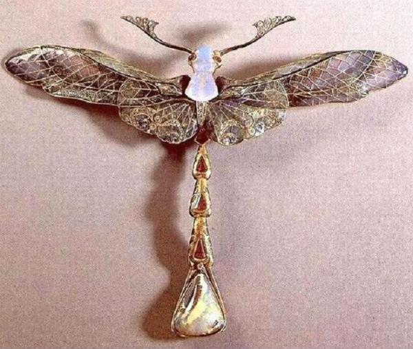 13-Брошь-кулон Стрекоза - 1903-1904 - золото опалы эмаль рубины бриллианты мексиканский опал.jpg