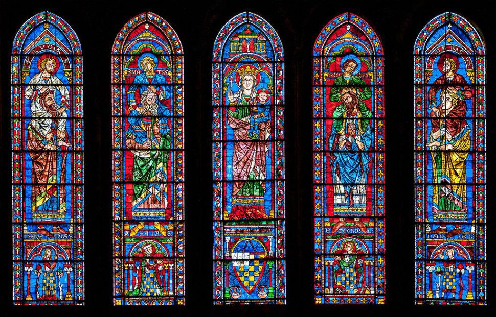 Витражи в ланцетных окнах под южной розой Шартрского собора.jpg