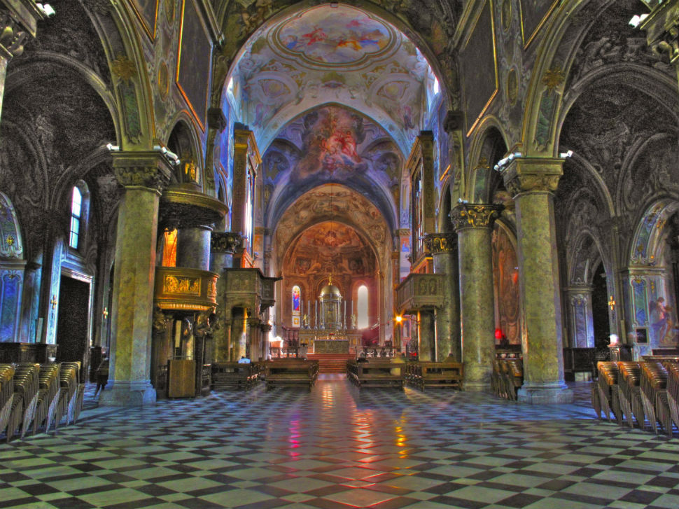 3-Интерьер Кафедрального собора города Монца.jpg