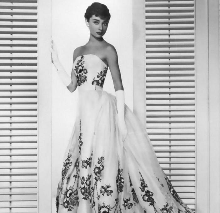 Одри Хепберн в вечернем платье.jpg