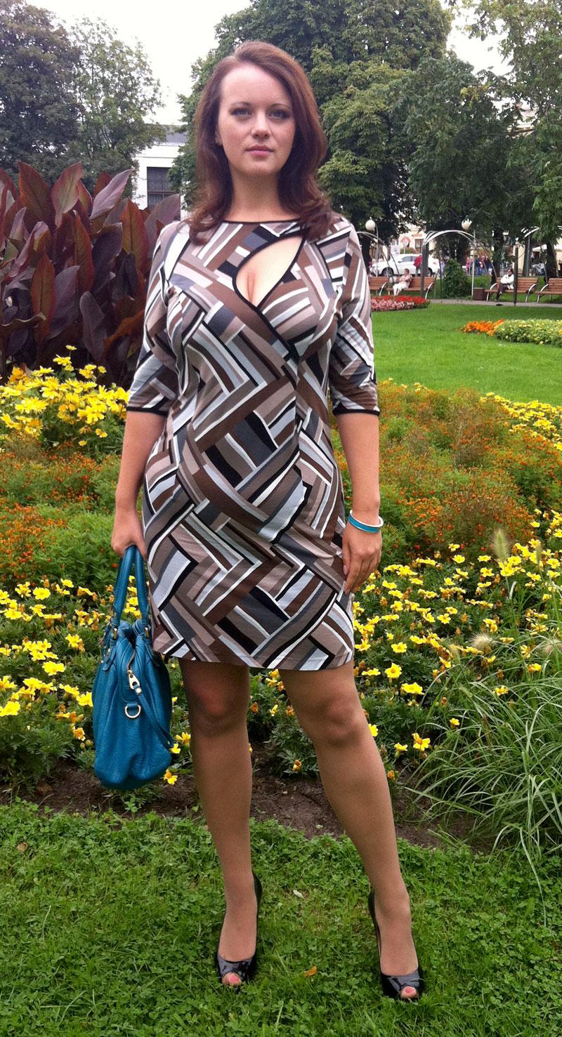 фото девушек в платьях и телесных колготках