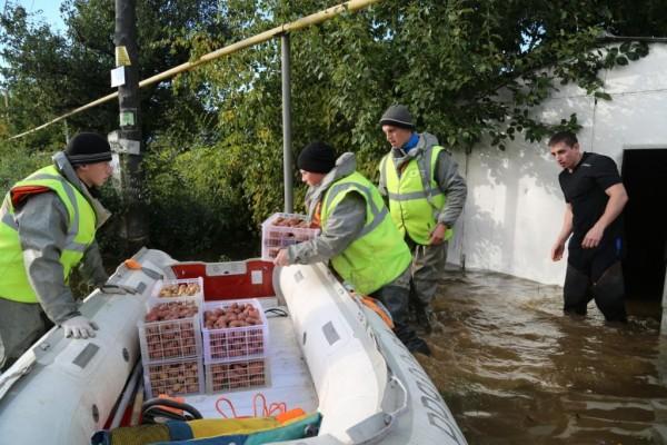 Добровольцы в зоне паводка