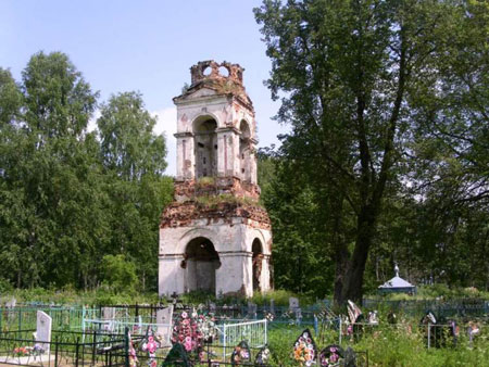 Храм в селе Спас-Береза. Фото 2008 года