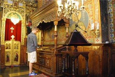 Рака с мощами св. Стефана Милютина в Софийском Соборе Святого Воскресения