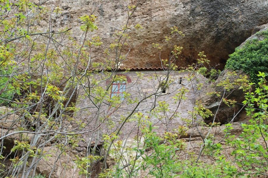 мега спилио храм в скале