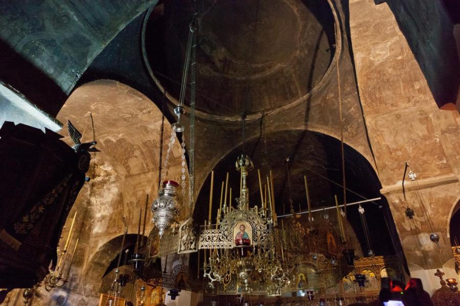 мега спилио храм внутри