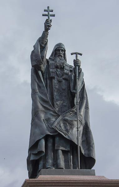памятник_сщмч_Ермоген_Патриарх