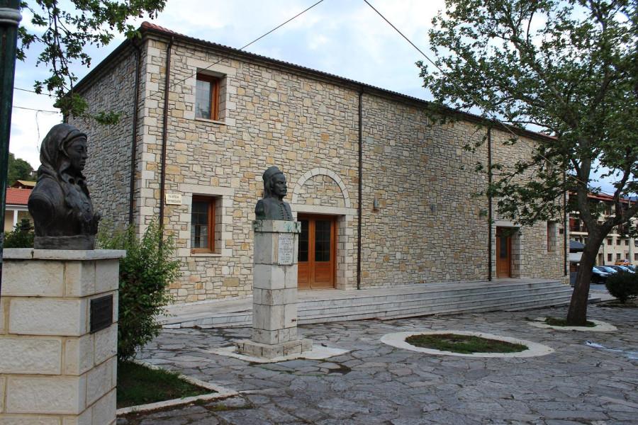 калаврита два памятника