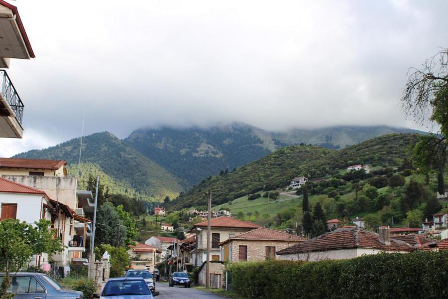 калаврита облака над горами