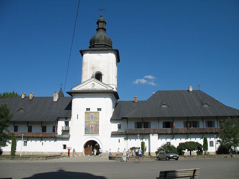 Нямецкий монастырь главный вход