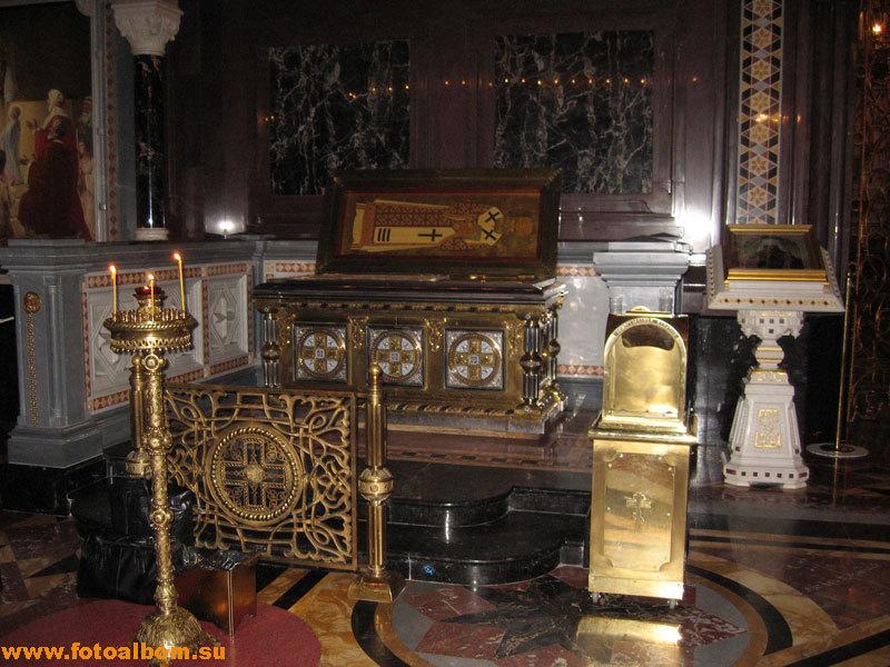 рака с мощами святителя Филарета (Дроздова) в Храме Христа Спасителя, Москва
