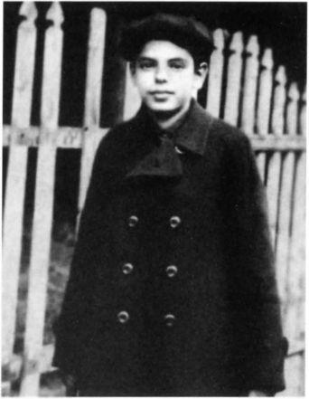 Единственная сохранившаяся детская фотография Аркадия Райкина. Рыбинск. 1920 г.