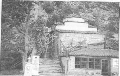 храм апостола Андрея над его пещеркой
