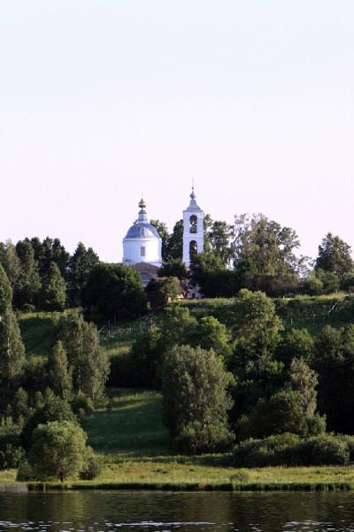 Храм св. первоверховных апостолов Петра и Павла в селе Стрелка