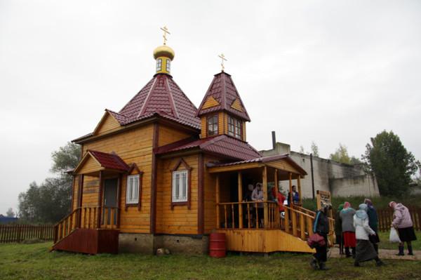 храм в честь священномученика Александра Цицеронова в селе Поливаново