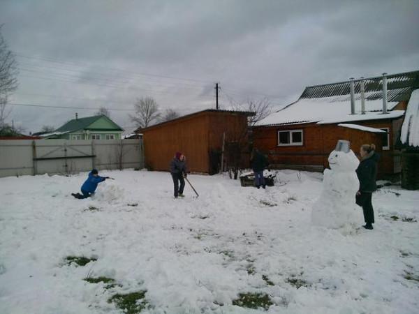 деервня дети снеговик
