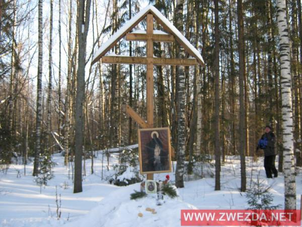 На месте подвигов преподобного Антония Черноезерского установлен Крест. Каждый год в день его памяти и в некоторые Праздники совершается Крестный ход и служится молебен