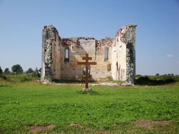 Никольский собор (1481-1493). Один из древнейших памятников зодчества на территории Тверской области (сохранились лишь три стены собора)