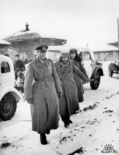 Пленный фельдмаршал Паулюс с офицерами его штаба под Сталинградом