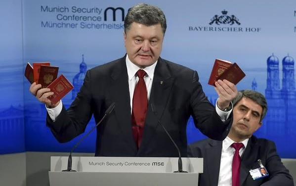 порошенко с паспортами