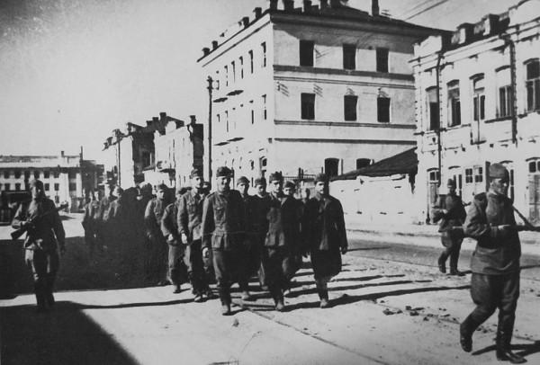 14 июля 1943 года. Пленные немцы на ул. Ленина в освобождённом Курске