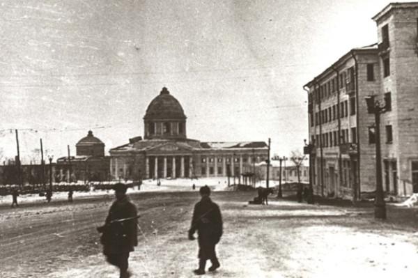 Курск после освобождения, Красная площадь, Знаменский собор