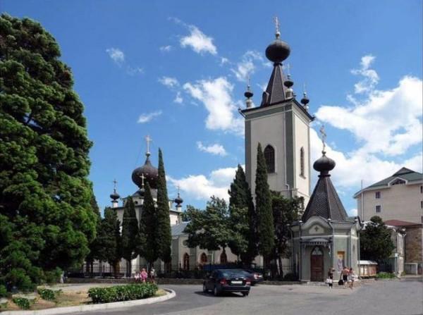 Храм во имя всех Крымских Святых и Феодора Стратилата