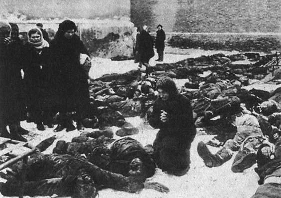 Перед бегством из Ростова-на-Дону фашисты вывели во двор тюрьмы всех арестованных местных жителей и расстреляли