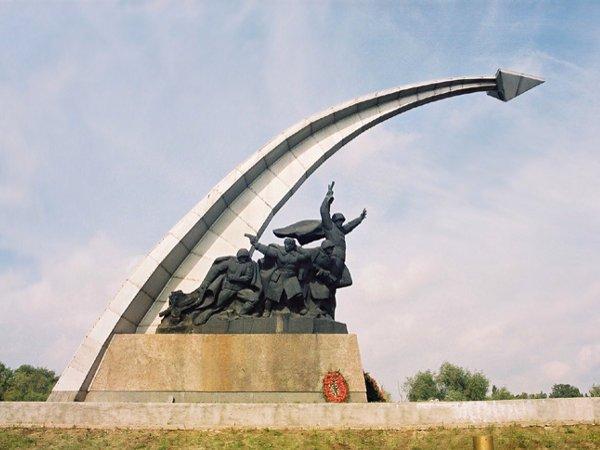 Памятник-мемориал бойцам, павшим при освобождение Ростова-на-Дону