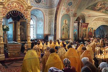рака с мощами святителя Иннокентия Иркутского в Знаменском кафедральном соборе Иркутска