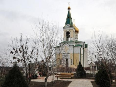 храм в честь Рудненской иконы Божией Матери в селе Началово, храм построен в начале XXI века. Старый храм был полностью разрушен в годы лихолетия